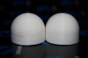Недоэкструзия слева и качественная деталь справа