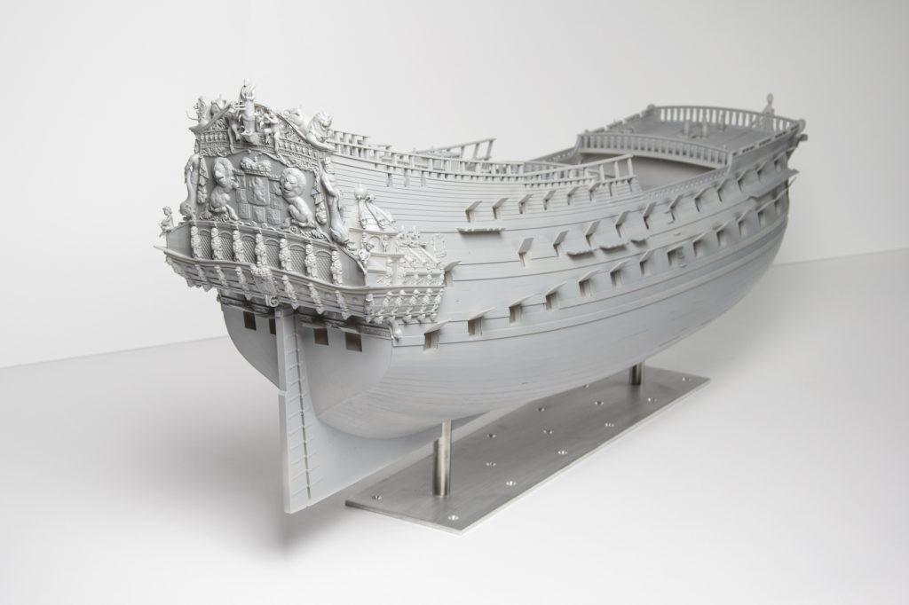 напечатанный макет корабля - уменьшенная модель печаталась на 3д принтере